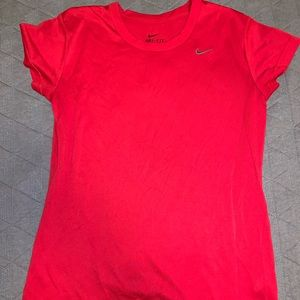 Nike women's dri- fit tee!❣️